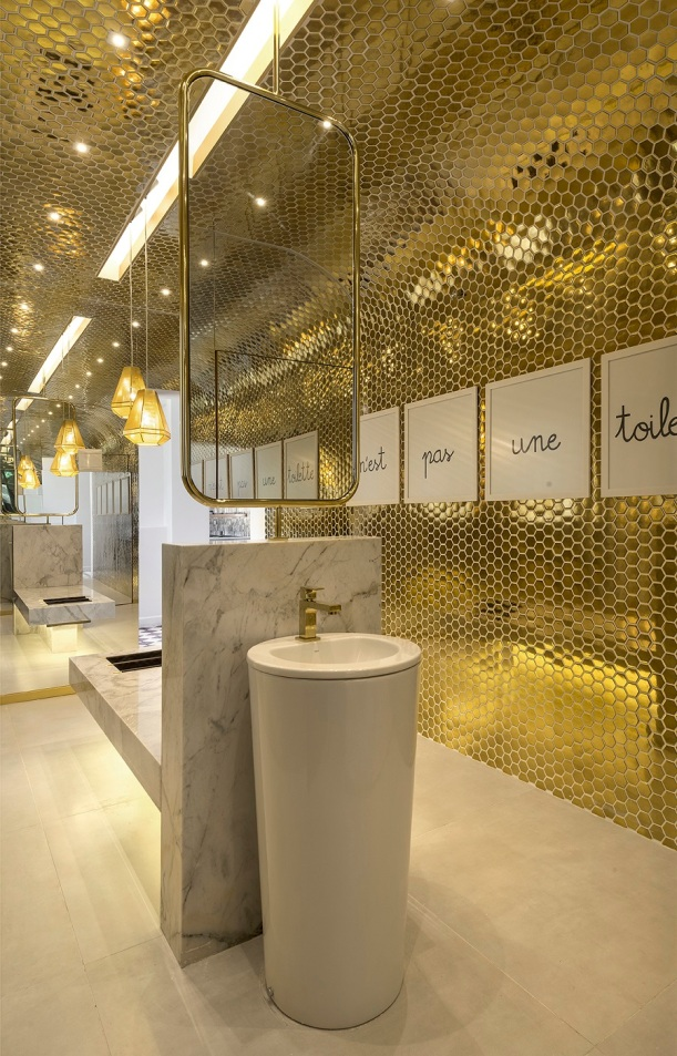 banho publico feminino