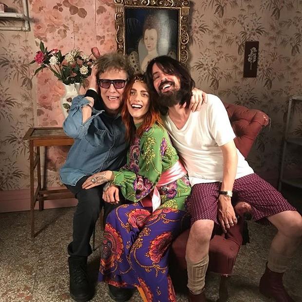 Mick Rock e Alessandro Michelle, com a atriz Miriam Leone (Foto: reprodução/instagram)
