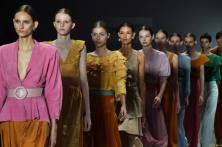Models present creations by Lilly Sarti during the Sao Paulo Fashion Week in Sao Paulo, Brazil, on April 23, 2018. / AFP PHOTO
